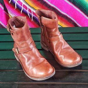 Ugg Fabrizia Boots